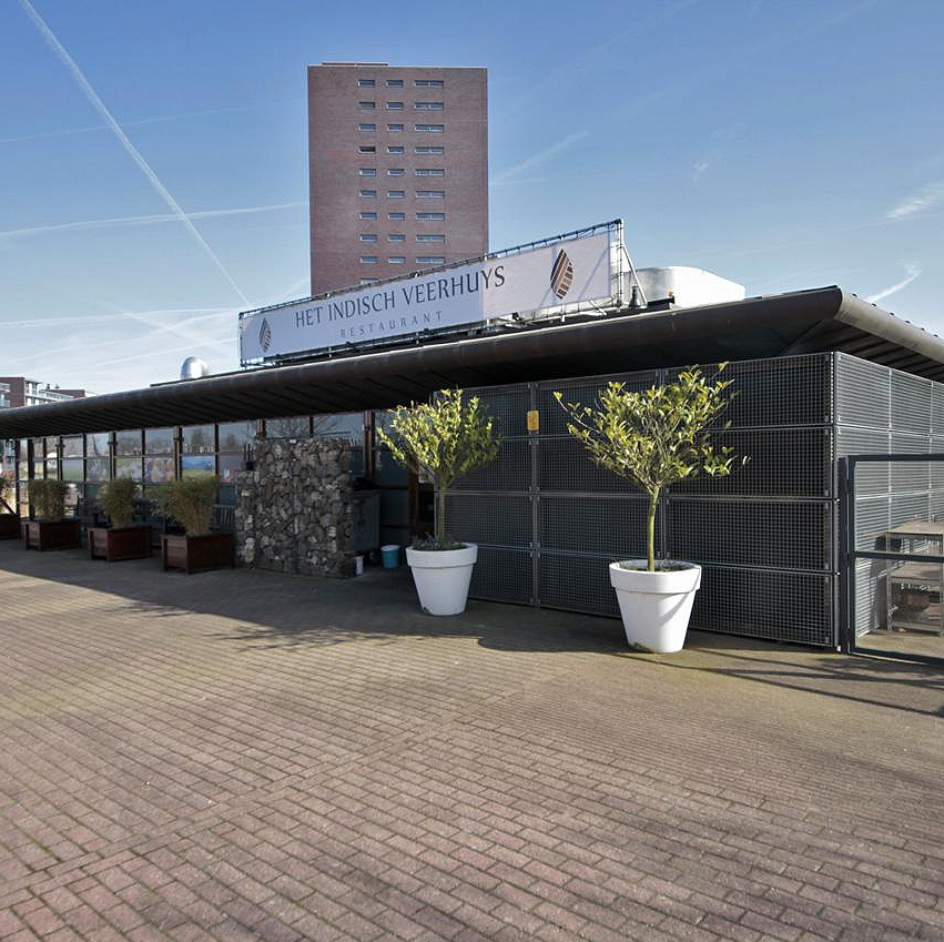 Vrijstaand restaurant in de haven van Almere