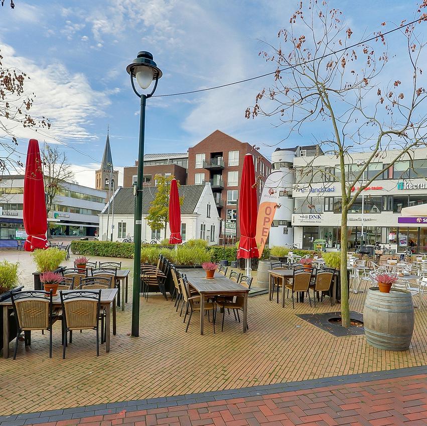 Eetcafé aan plein in Hilversum