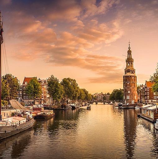 Foodstall in bekende foodhal Amsterdam